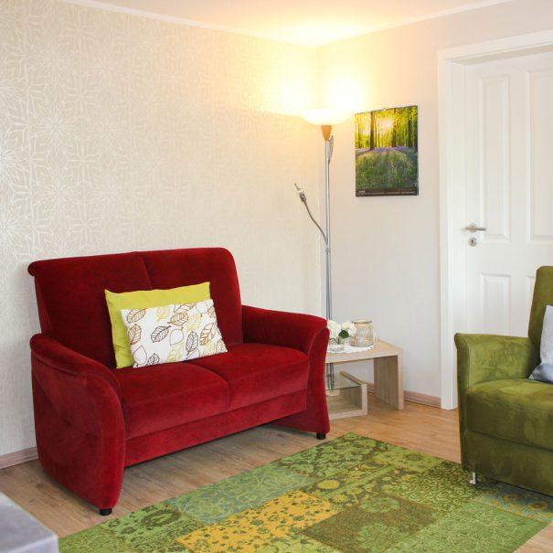 """Sofa in der Ferienwohnung """"Rotschenkel"""" im Zentrum von Büsum an der Nordsee"""