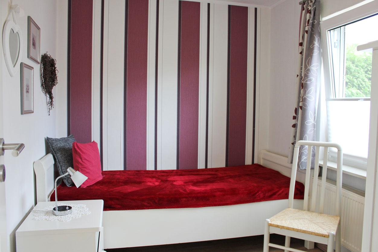"""Schlafzimmer der Ferienwohnung """"Rotschenkel"""" im Zentrum von Büsum an der Nordsee"""