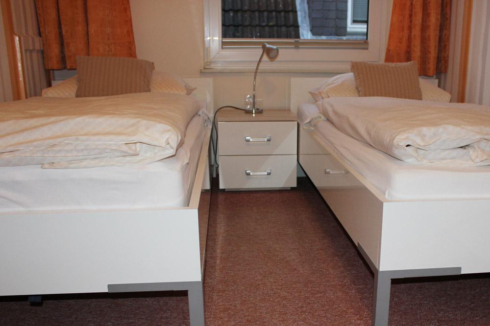 """Schlafzimmer der Ferienwohnung """"Säbelschnäbler"""" im Zentrum von Büsum an der Nordsee"""