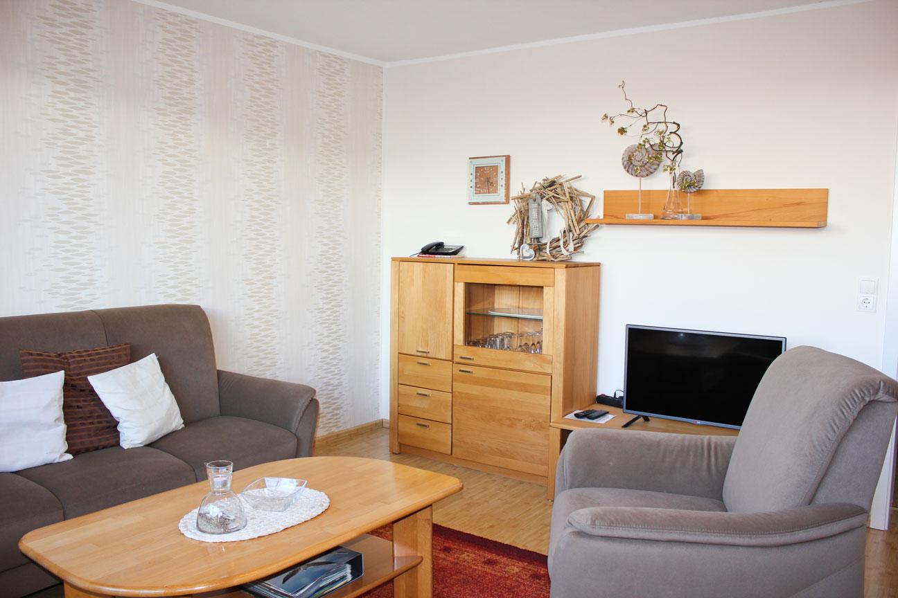 """Wohnzimmer der Ferienwohnung """"Lachmöwe"""" im Zentrum von Büsum an der Nordsee"""