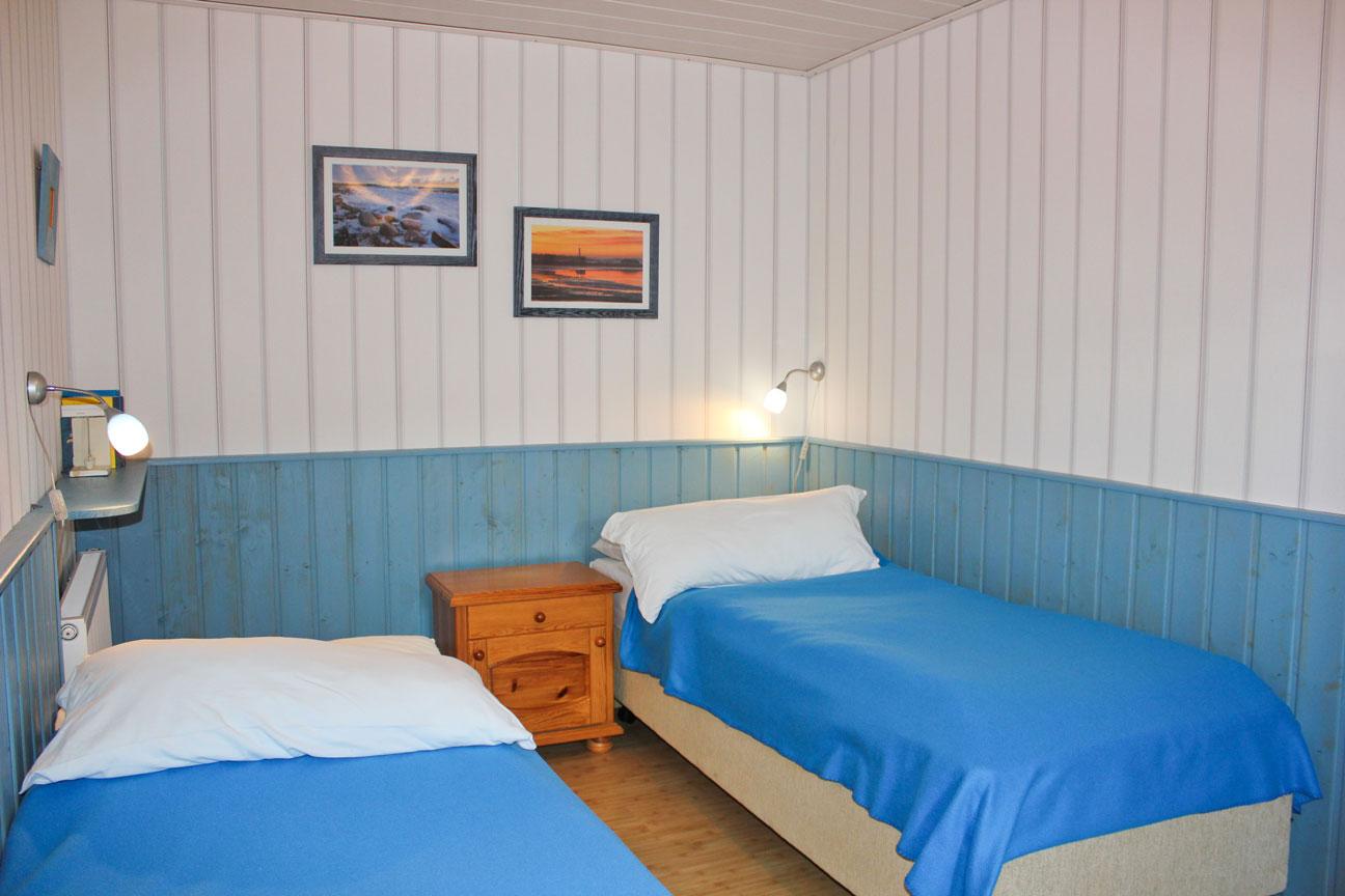 """Zweites Schlafzimmer der Ferienwohnung """"Lachmöwe"""" im Zentrum von Büsum an der Nordsee"""