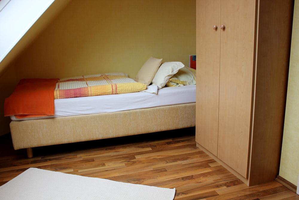 """Bett in Terasse der Ferienwohnung """"Silbermöwe"""" im Zentrum von Büsum an der Nordsee"""
